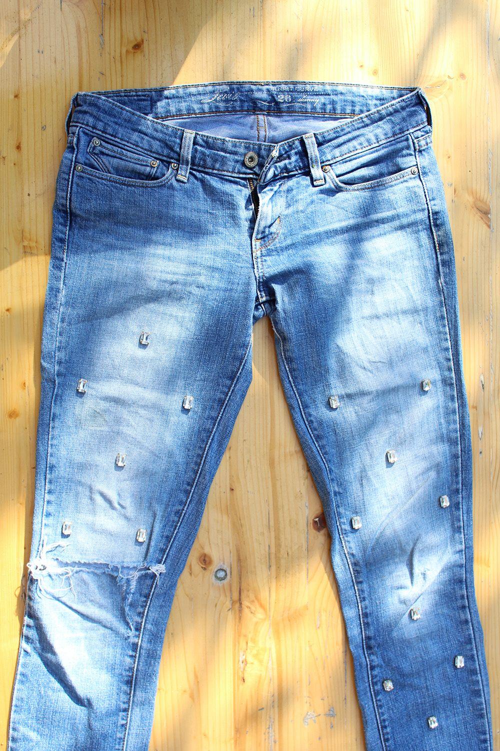 diy jeans mit strass steinen pimpen love it diy. Black Bedroom Furniture Sets. Home Design Ideas