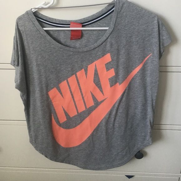 Nike work out top Nike off the shoulder work out top. Lightly worn, great condition. Wear to the gym or for a casual look. Size small Nike Tops Tees - Short Sleeve