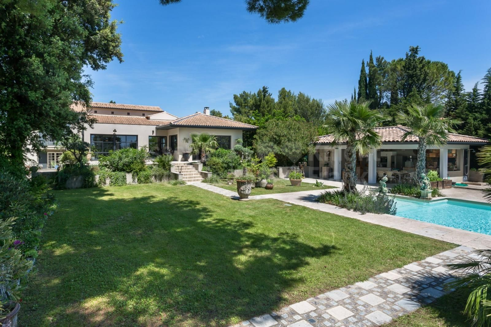Beautiful Villa With Swimming Pool For Sale In A Quiet Area Near Mazan Janssens Immobilier Provence Beautiful Villas Quiet Area Swimming Pools