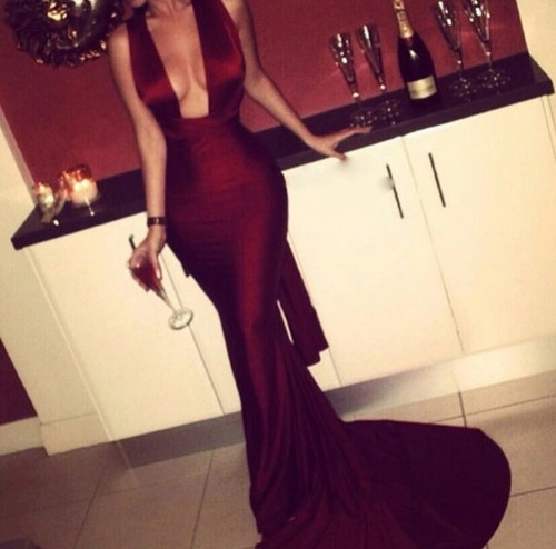 | #charmant | #elegant | #sexy | #stil | #highsociety | #winecolor | #bordeaux | #coctaildress | #lifestyle | #sexystyle