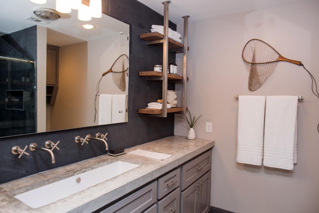 A fixer upper bachelor pad get chip jo 39 s single guy for Bachelor bathroom ideas