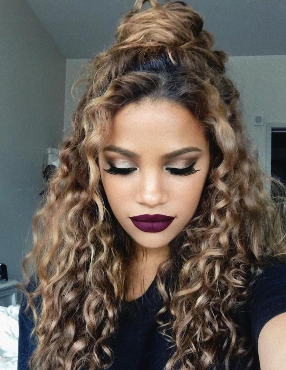 Curly Hair Styles That Are Perfect For Second Day Wear Curly Hair Photos Curly Hair Styles Curly Hair Styles Naturally
