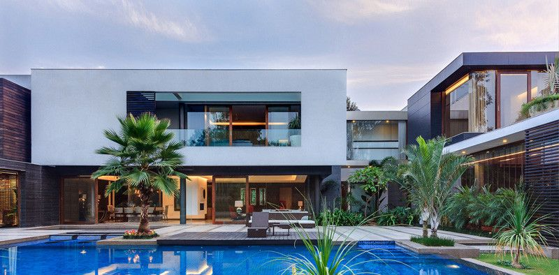 This Home Was Designed To Wrap Around The Swimming Pool House Contemporary House Modern House Exterior
