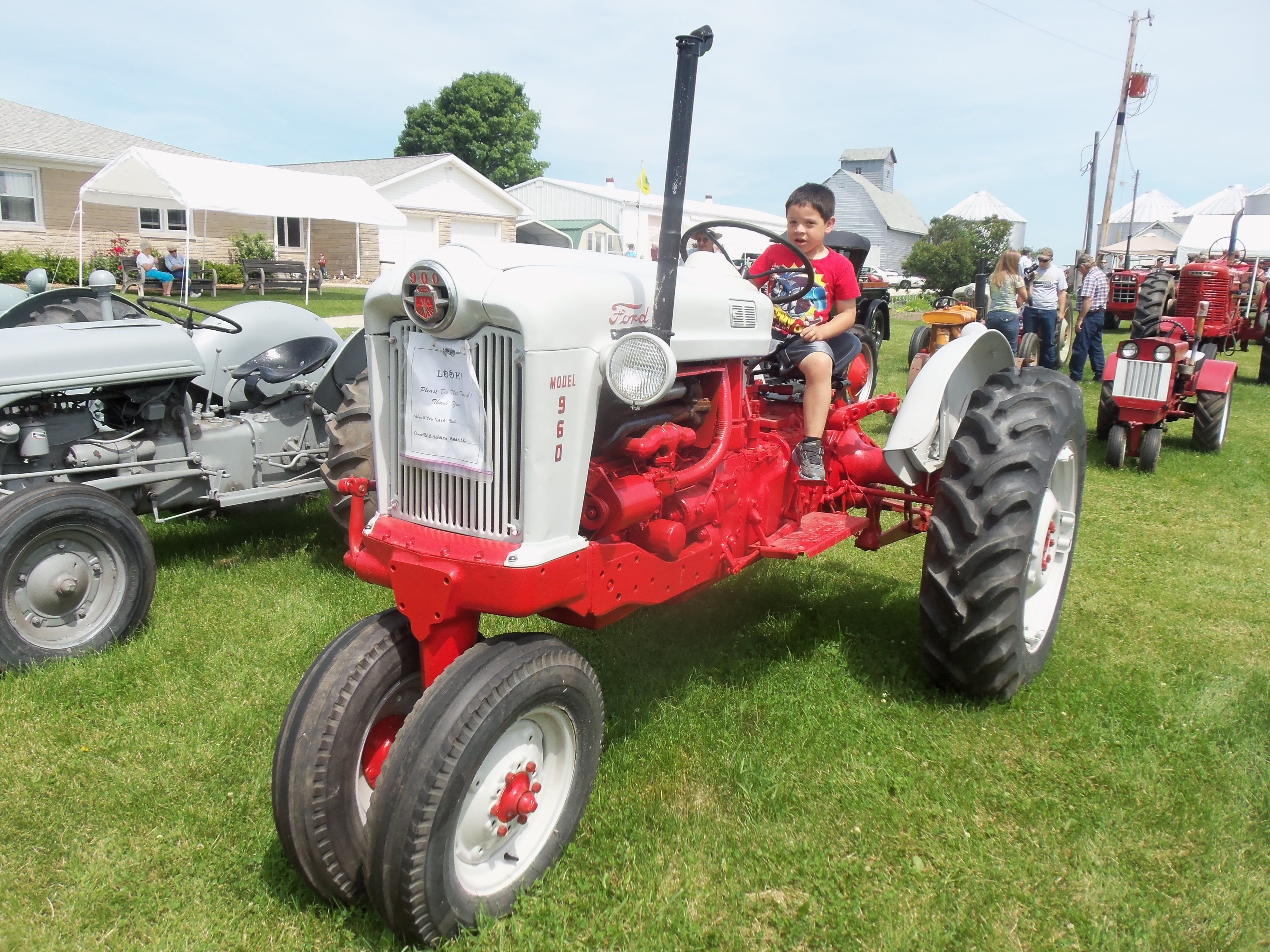 small resolution of ford 960 tricycle tractor