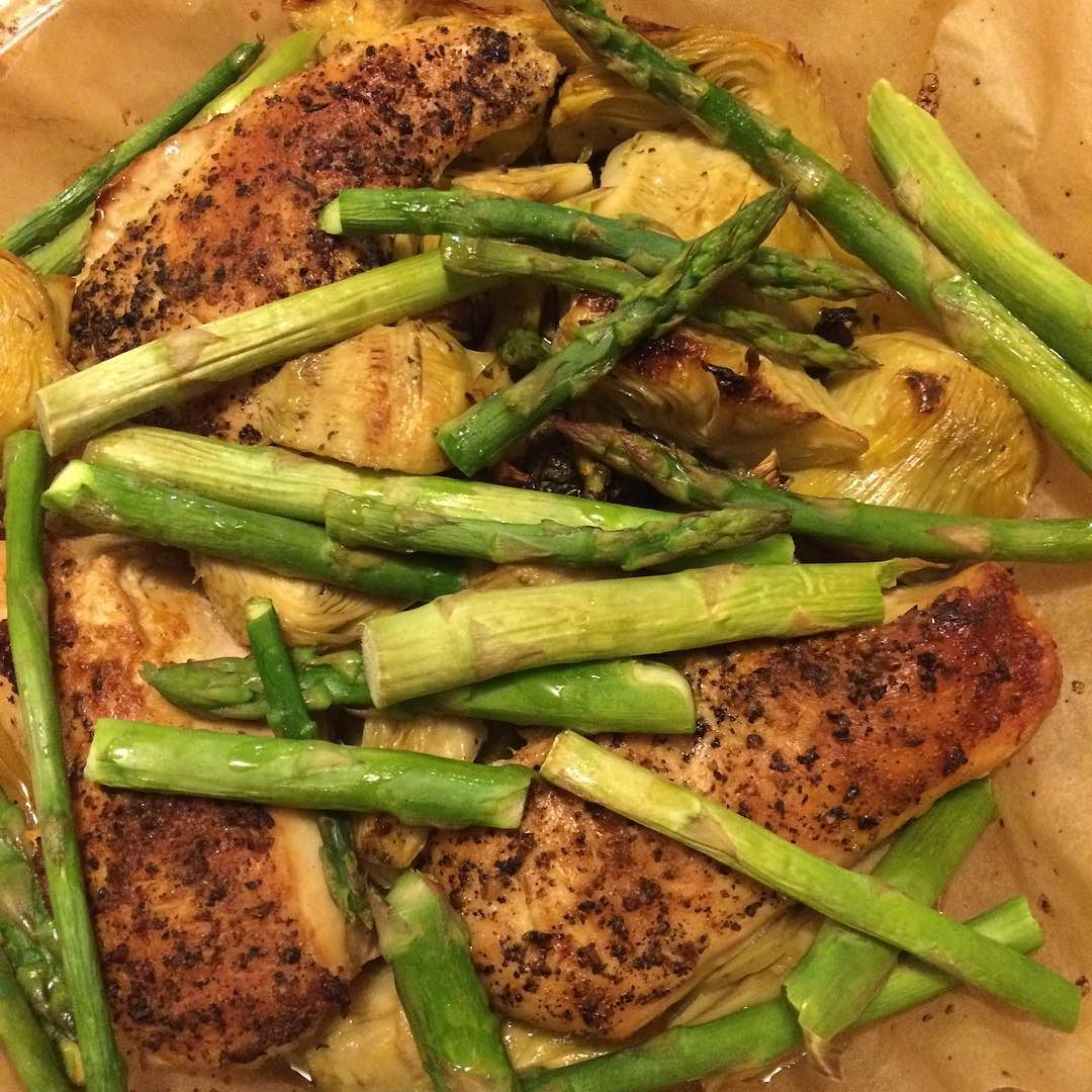 Yesterday's dinner. Simple delicious healthy. We've been eating lots of asparagus this week. Alhamdulilah (all praise and gratitude is due to God) for good food. It's truly a blessing. It's also a blessing to be able to purchase halal organic and humanely raised chicken from @chopsandsteaks. #organic #veggies #healthy #holistichealth #wellnesswithyasmin #glutenfree #dairyfree #alhamdulilah #provisions #blessings #mindbodysoul #homemade #paleo #nongmo