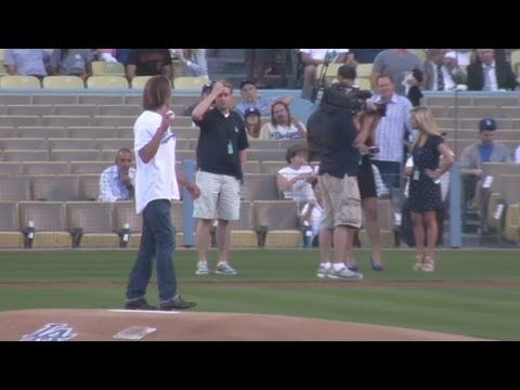 Timothy Olyphant Throws Out First Pitch at Dodger Stadium - YouTube