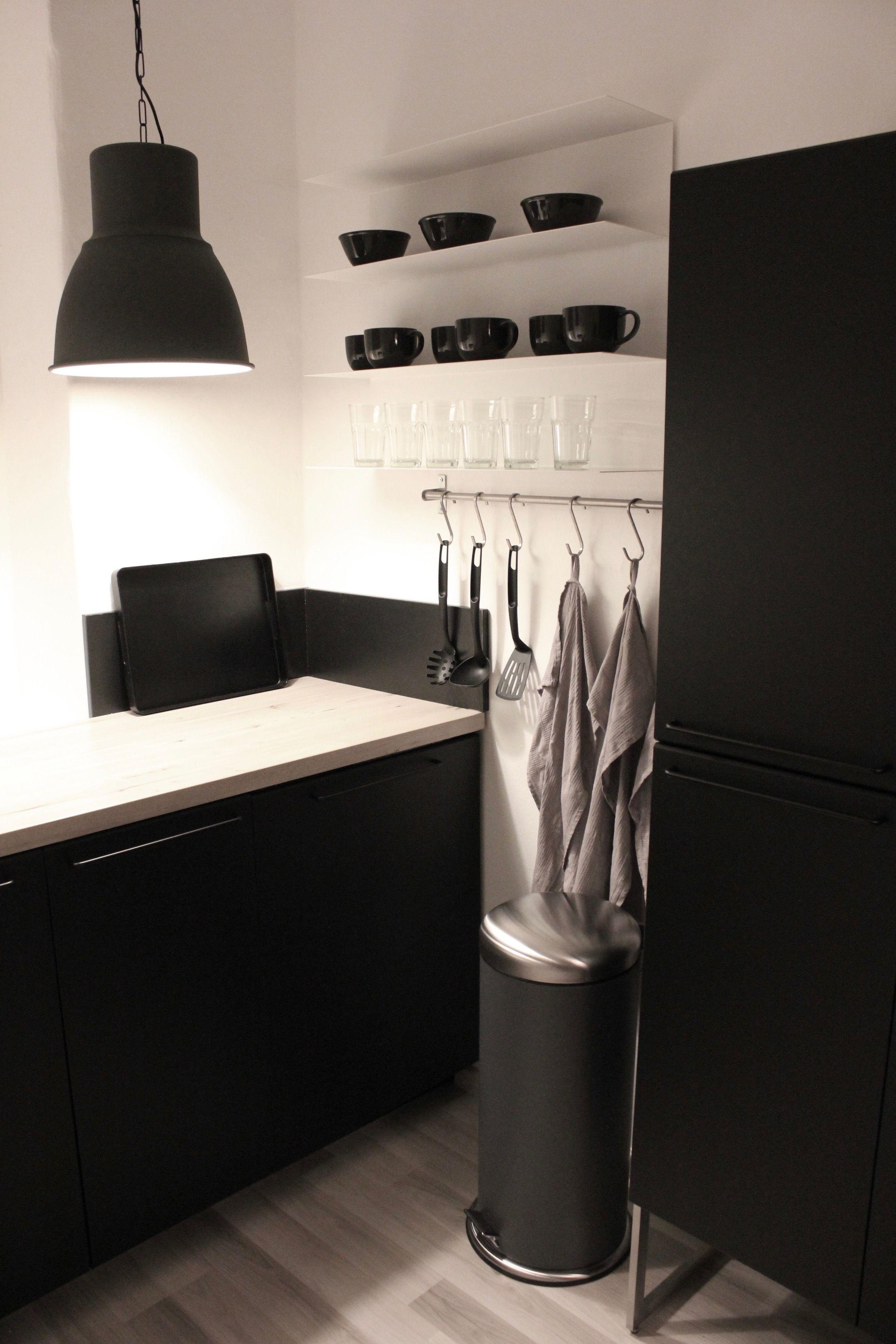 IKEA Küche mit Regal BOTKYRKA, Hängeleuchte HEKTAR ...