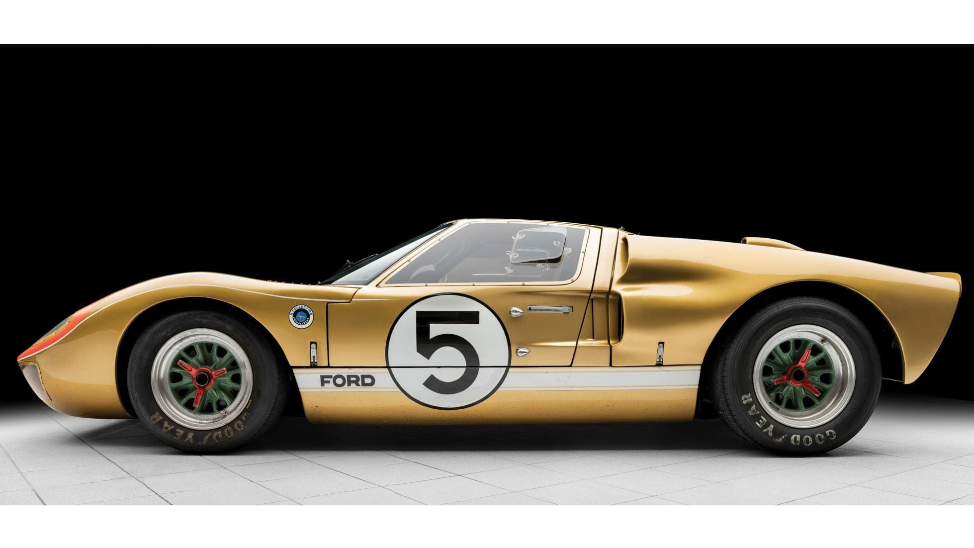 A 1966 Le Mans Ford Gt40 Is Up For Auction For 12 Million Ford Gt40 Ford Gt Ford