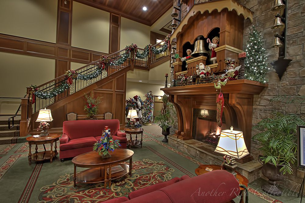 mantle is a huge working coo coo clock the inn at christmas place in pigeon forge tennessee