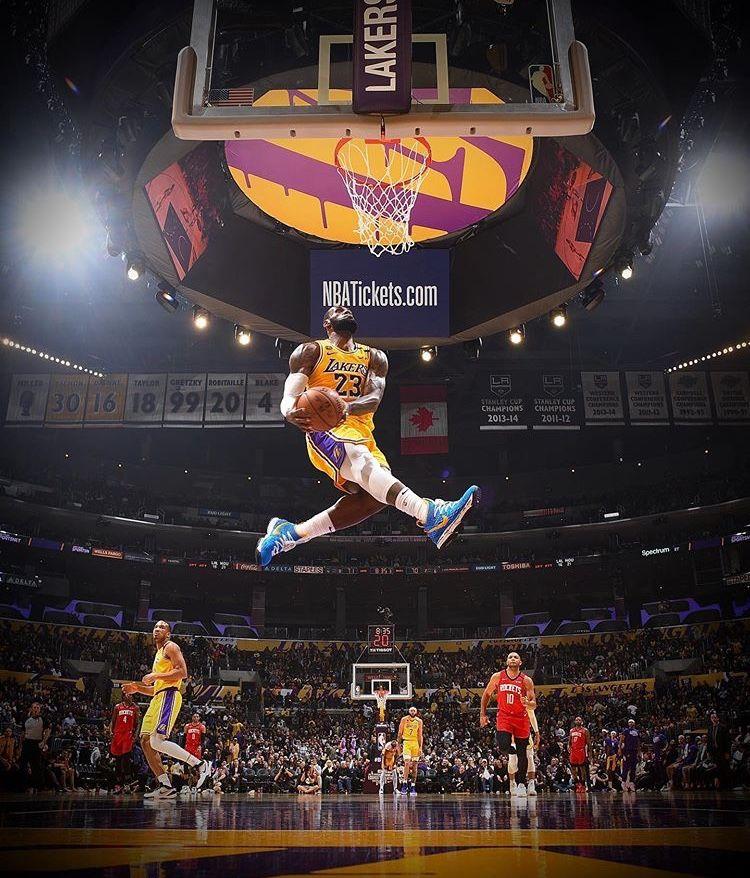 King James Dunk In 2020 Lebron James Lakers Lebron James Dunking Lebron James Wallpapers
