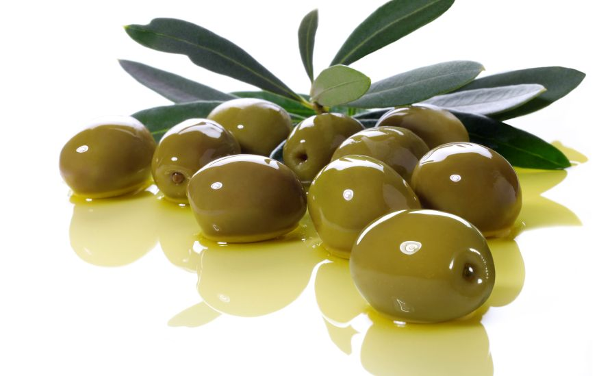 El aceite de oliva extra-virgen forma parte esencial de nuestro jabón. Es un poderoso antioxidante, emoliente y protector de la piel.