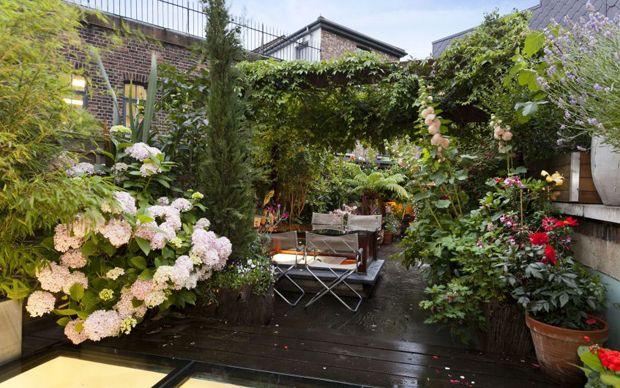 Roof Gardens How City Dwelling Horticulturists Are Reaching New Heights Rooftop Garden Terrace Garden Roof Garden
