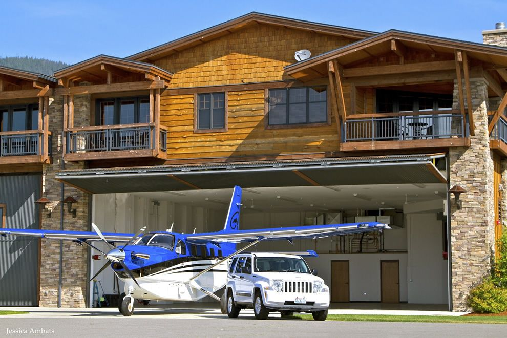 Hangar Home With A Schweiss Bifold Liftstrap Door Planes