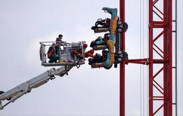 Top 60 Scary Moments! I love roller coasters, but would hate to be in this situation. OK, won't think about it anymore! :0)