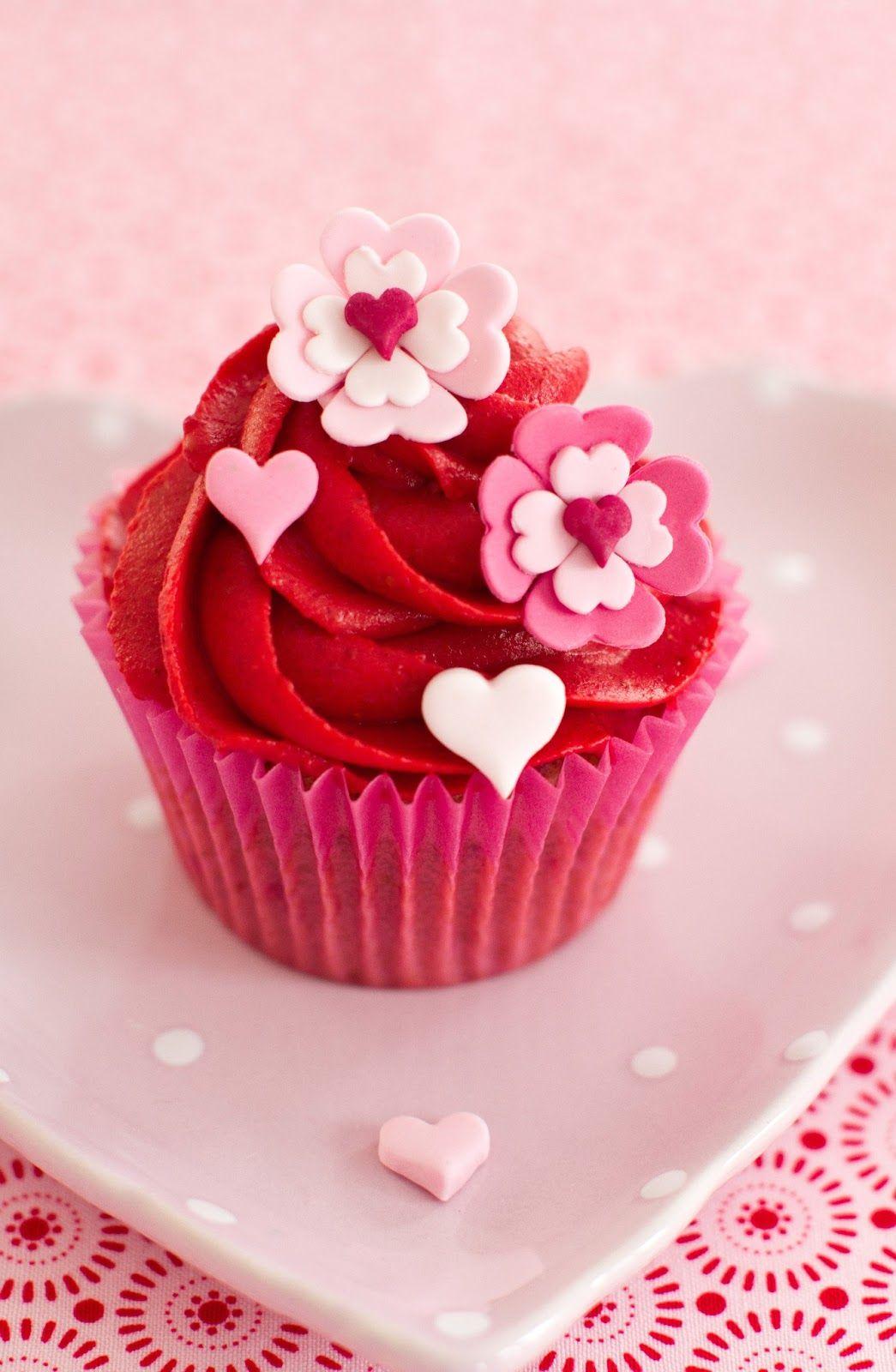 Cakes Haute Couture - El Blog de Patricia Arribálzaga: Receta de cupcakes de Frambuesa y tutorial de decoración Flores Corazón para celebrar San Valentín