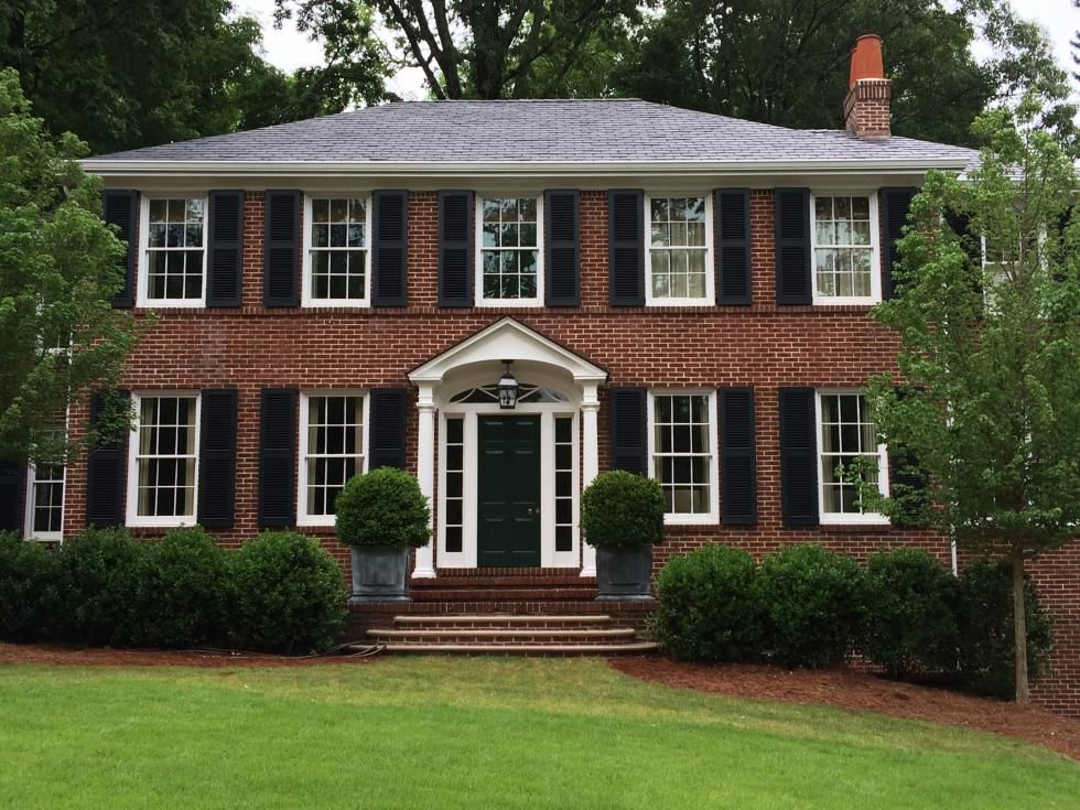 Learn how to choose the perfect colors in exterior window for Brick traditional homes