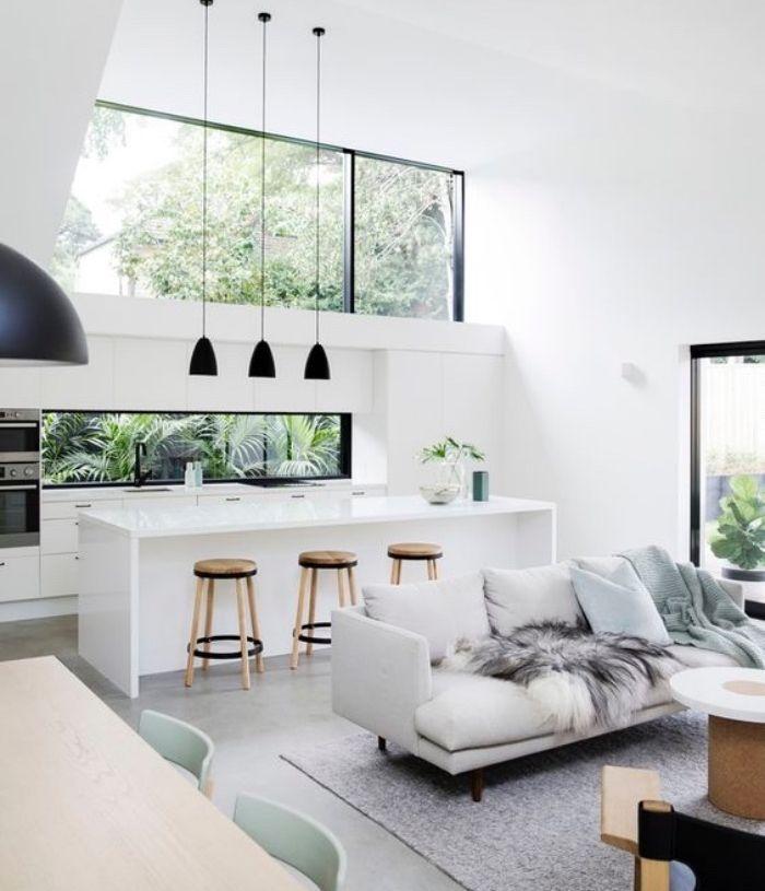 cuisine ouverte sur salon avec façade cuisine et ilot blanc