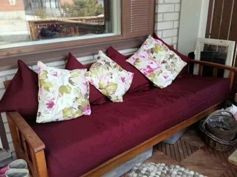 Vihdoinkin sohva sai uuden päällisen.