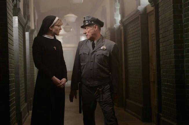 Poverino, che brutta fine che fa.. Ma che dico! Vai Suor Mary Eunice! Uccidilo!!  #AMERICANHORRORSTORY
