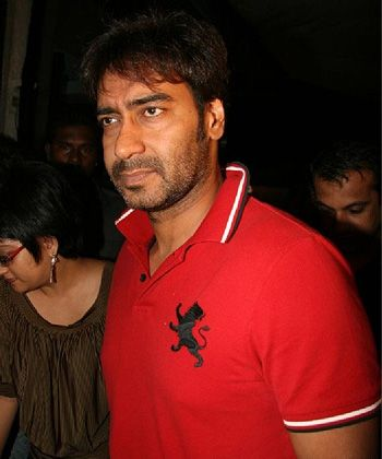 Ajay Devgn to reprise Jeetendra's act in Himmatwala remake!