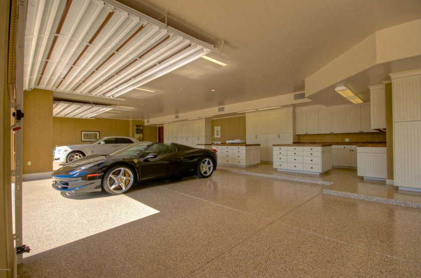 6 Car Garage   Workshop With Two Islands, And Lots Of Storage Cabinets