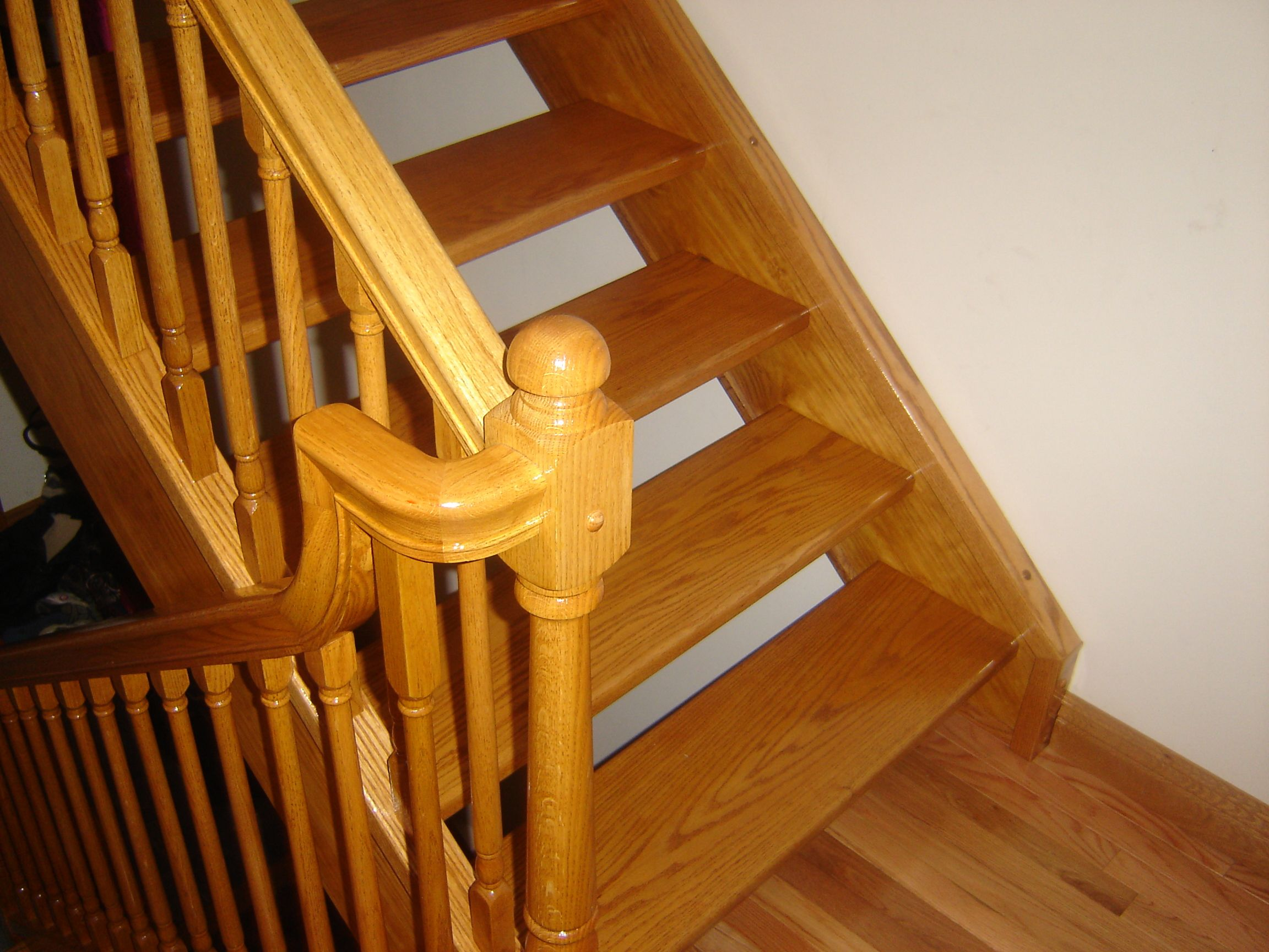 Best Red Oak No Rise Stairway With Red Oak Handrail Fittings 400 x 300