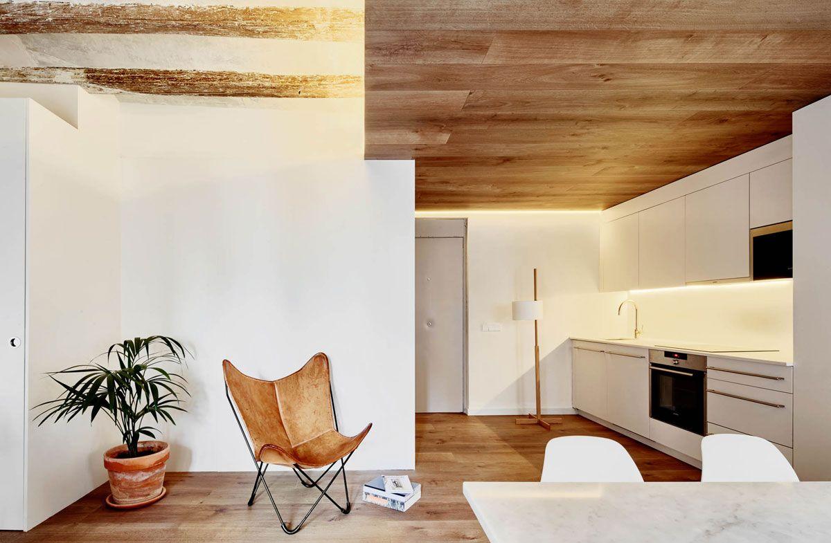 Los apartamentos dan respuesta a un programa y un emplazamiento singulares, proporcionando una personalidad distinta a cada uno de las piezas, aún respetando sus condiciones constructivas y su atmósfera o identidad anterior.