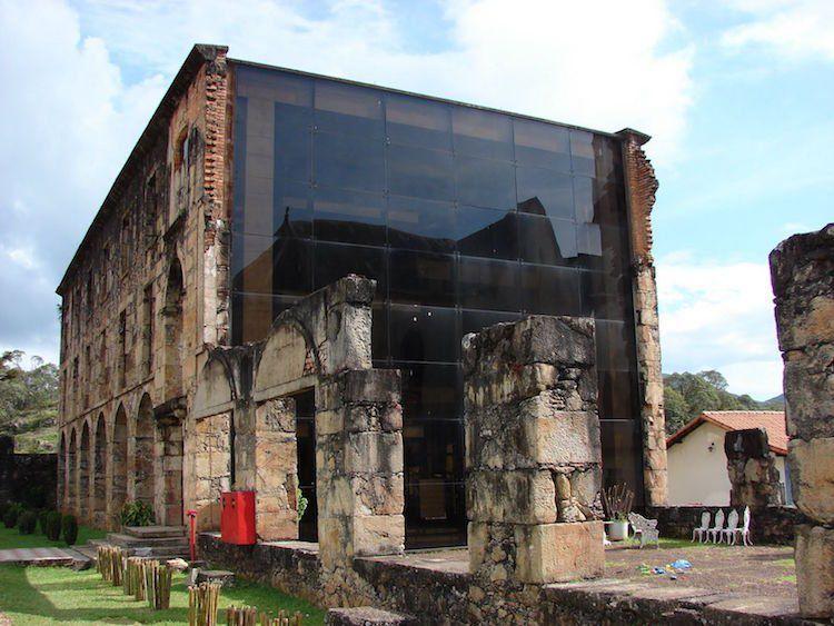 Mariage de matériaux de construction dépareillés en architecture moderne