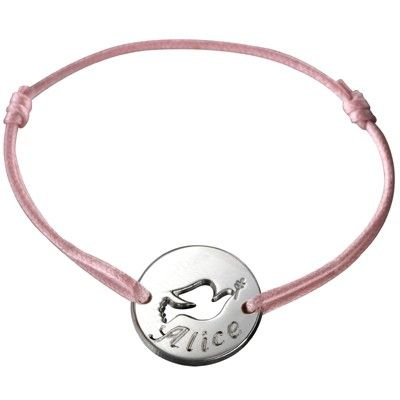 Adorable bracelet cordon Mini jeton colombe de la marque Petits Trésors qui  peut être porté par