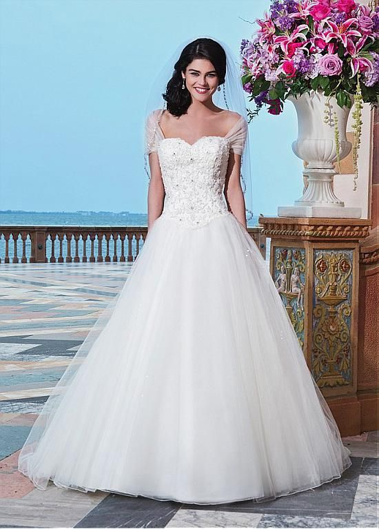 Elegant Tulle Sweetheart Neckline Basque Waistline Ball Gown Wedding Dress With Beaded Lace Appliques