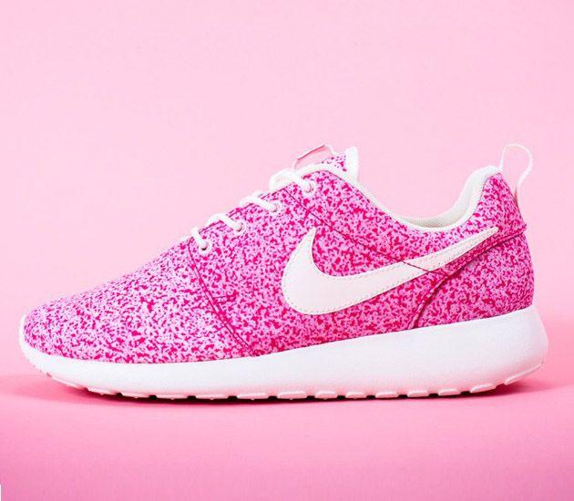 Nike Wmns Roshe Run Sail Sail Pink Force Trendy Womens Sneakers Sneakers Fashion Nike Shoes Cheap