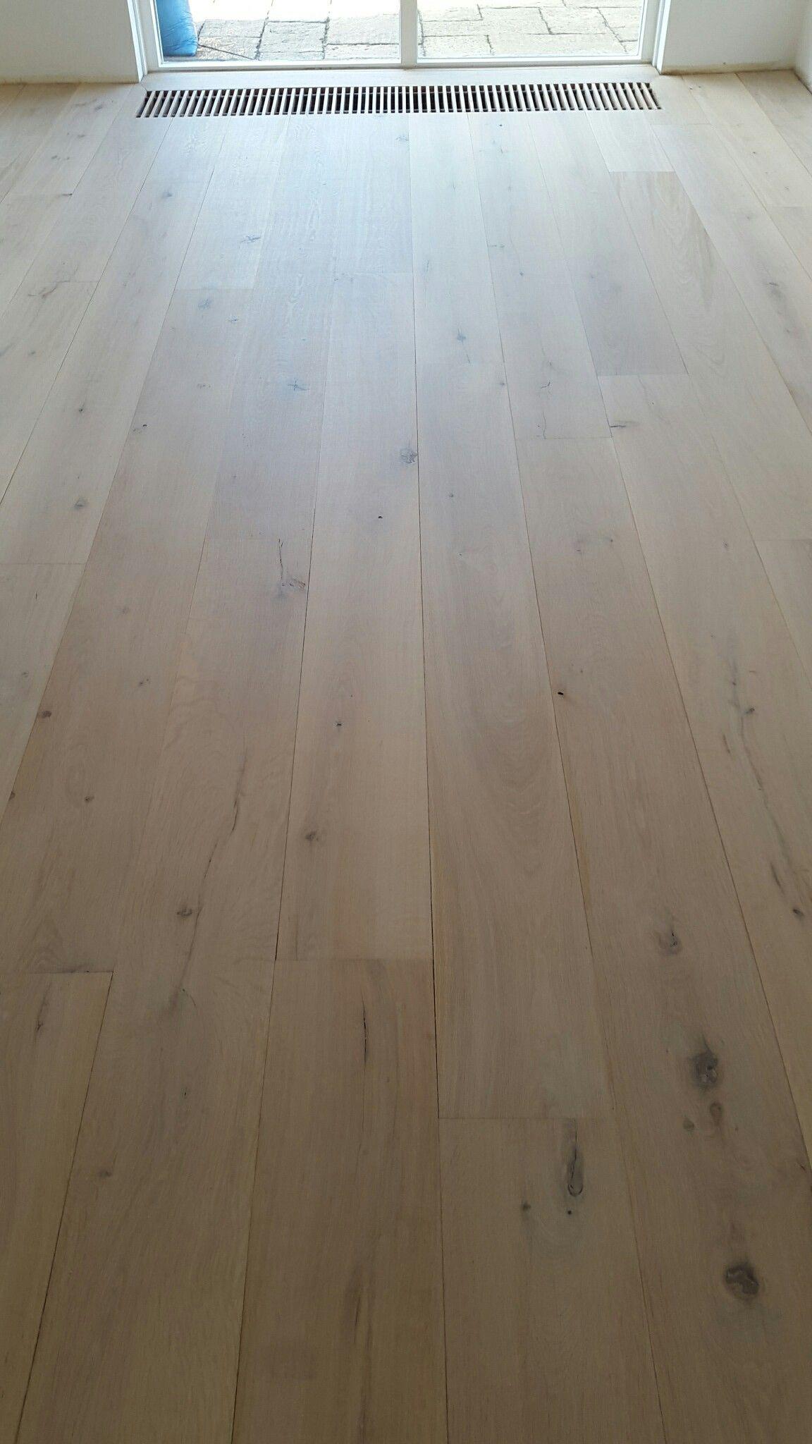 eiken plankenvloer gebleekt en gelakt onderhoud van parket