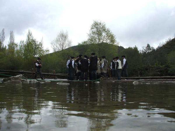 Día de la Almadía-Burgui-Navarra-Tradición-almadieros