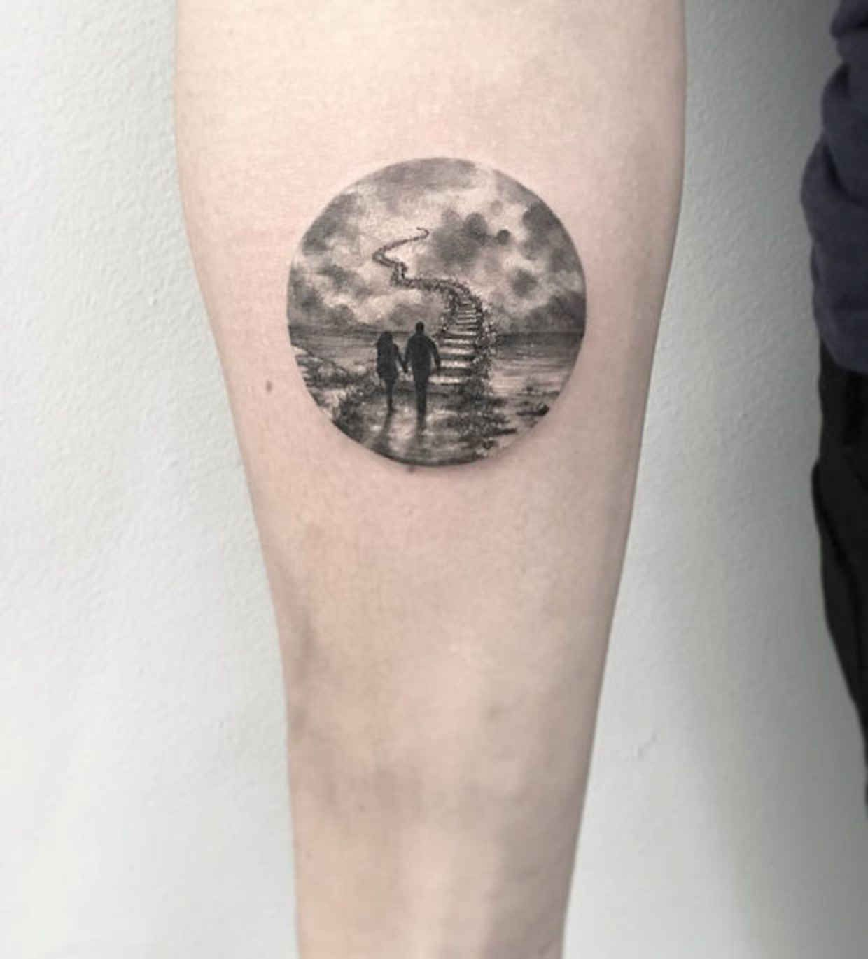 20 Detailed Tattoos That Fit Perfectly Into Small Circles