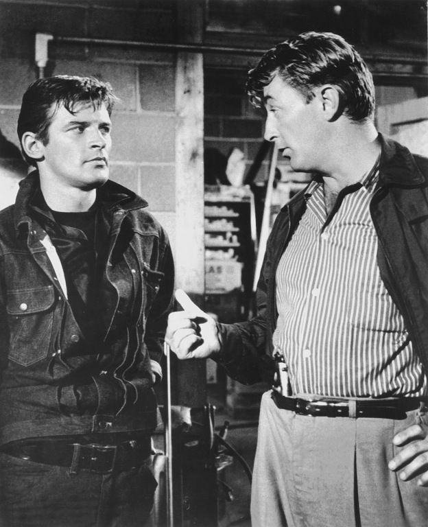Peter Breck and Robert Mitchum in Thunder Road, 1958.