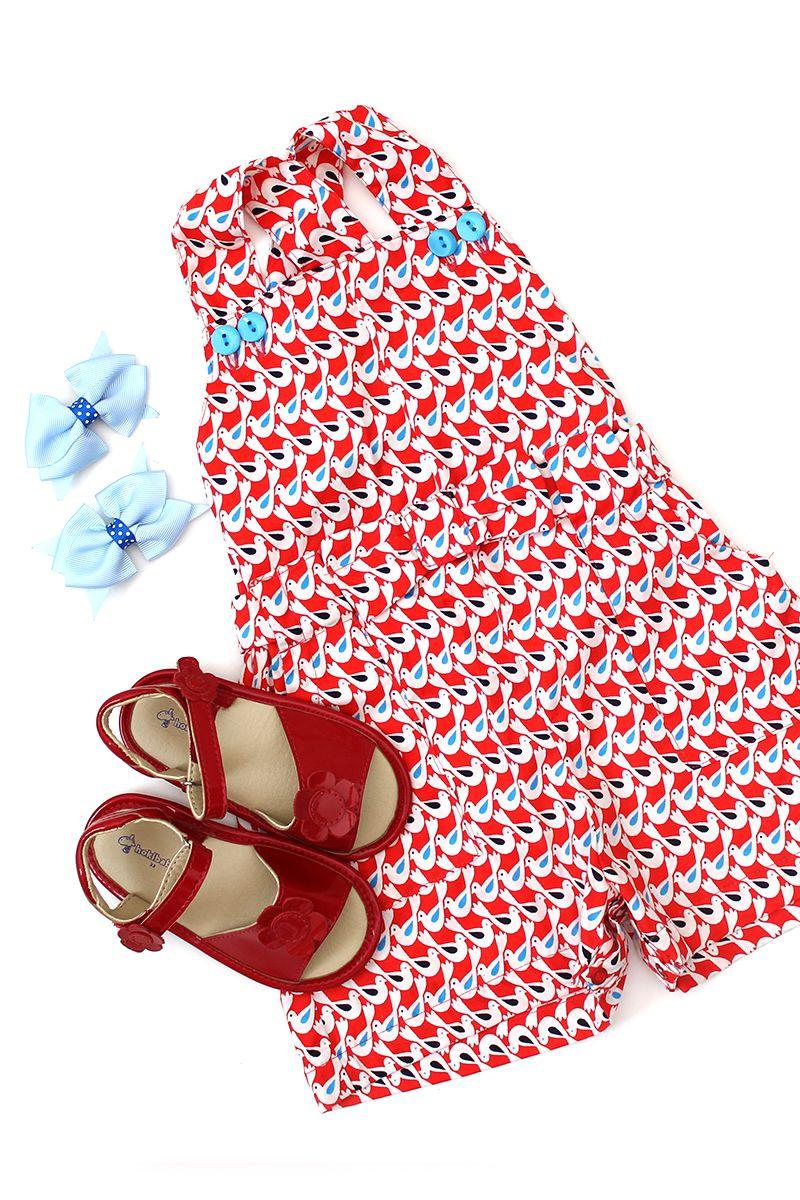 Petit Look Summer Girl: look super gracioso composto por macaquinho estampado, sandália de verniz vermelha e laçinhos azuis para completar o visual com a cara do verão!  http://www.nanapetit.com.br/petit-look-summer-girl-p1146/