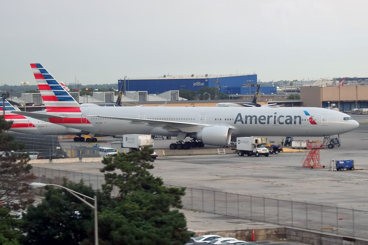 AAL931 American Airlines 777300ER B77W N725AN Photos