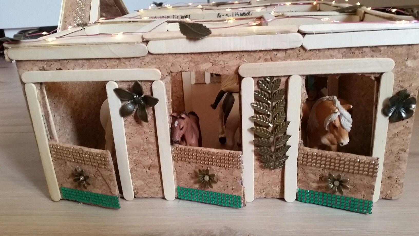 houten speelgoed stal zelf maken