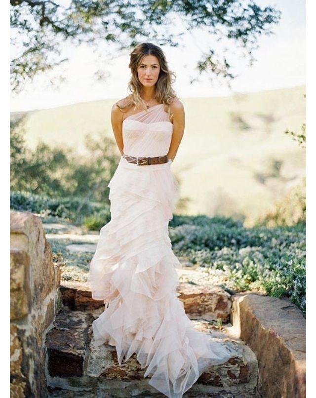 Cute wedding dress!!