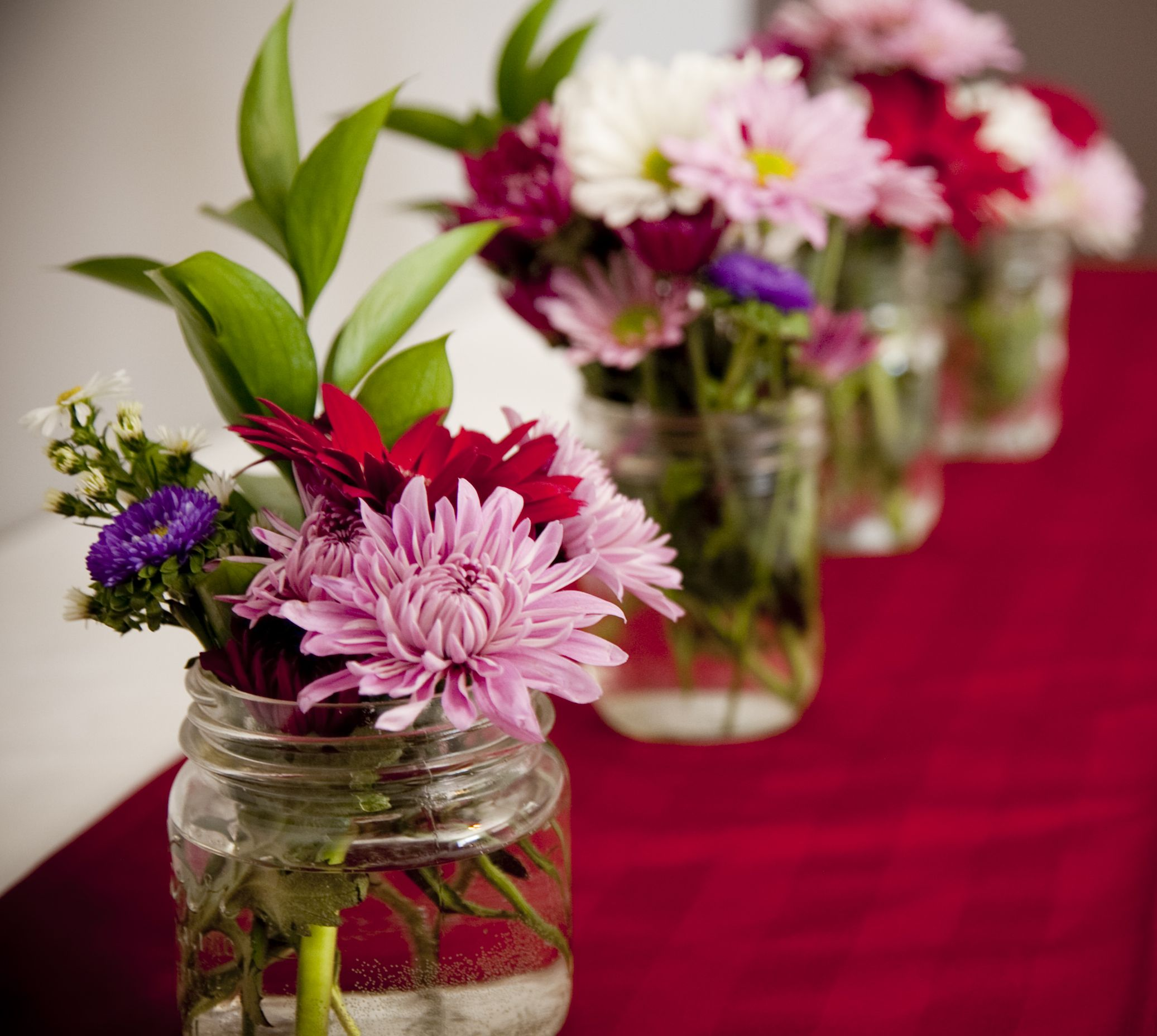 Cheap fresh flowers and reusable mason jars make for a great table cheap fresh flowers and reusable mason jars make for a great table centerpiece very affordable izmirmasajfo