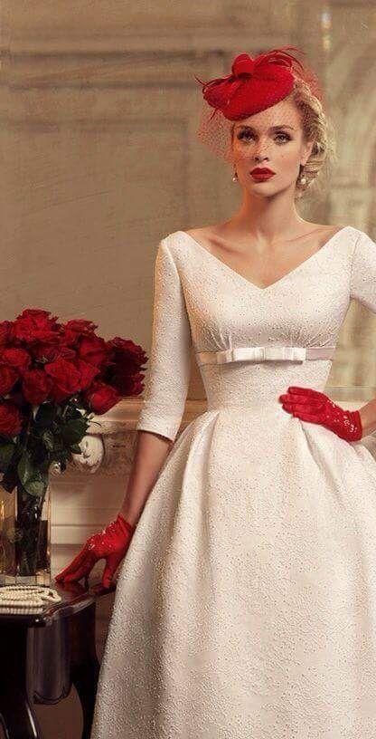 un estilo diferente y elegante con detalles en rojo | vestidos