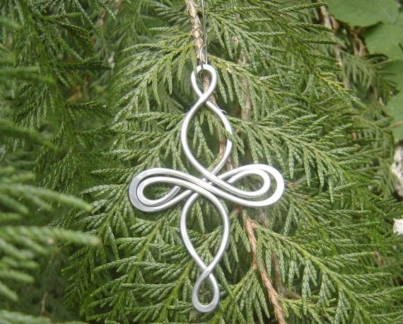 We designed, twisted, hammered and swirled 9 gauge aluminum wire to create this original Celtic Knot inspired cross ornament. Aluminum makes it A LOT lighter than it appears!  We made the hook out of stainless steel. It kind of looks like a big earring.  The ornament measures about 4 1/4 -5 1/4 (11 - 13.2cm)long. The stainless steel hook makes it a total length of about 6 -6 1/2  (15.2-16.6cm). It measures about 2 1/2 - 3 (6.4 - 7.6cm) across the widest part. If you prefer a smaller sized…