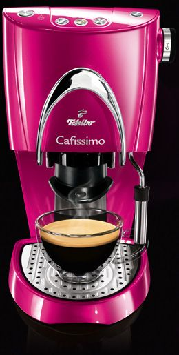 OH SO PRETTY IN HOT PINK coffee maker...ooh, la la