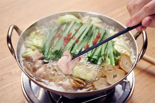 Asian Hot Pots... This looks so good and sounds fun... we should do this soon @Jacquelyn Cole Cole Cole Botto!