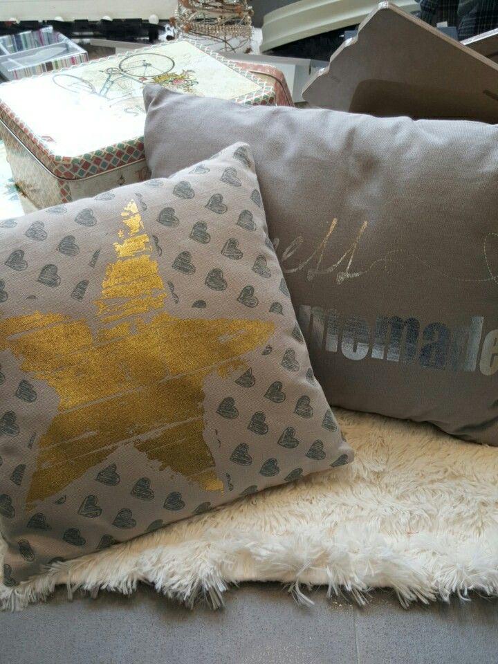 Cojines estrella y happiness, ya en nuestra sección de textil
