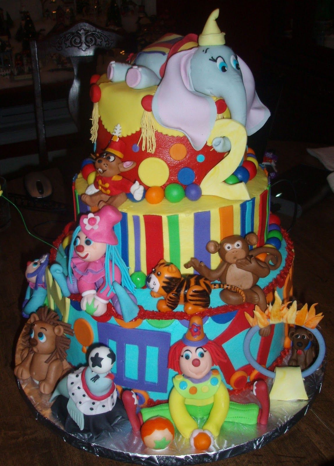 Dumbo Cake  peggydoescake.blogspot.com