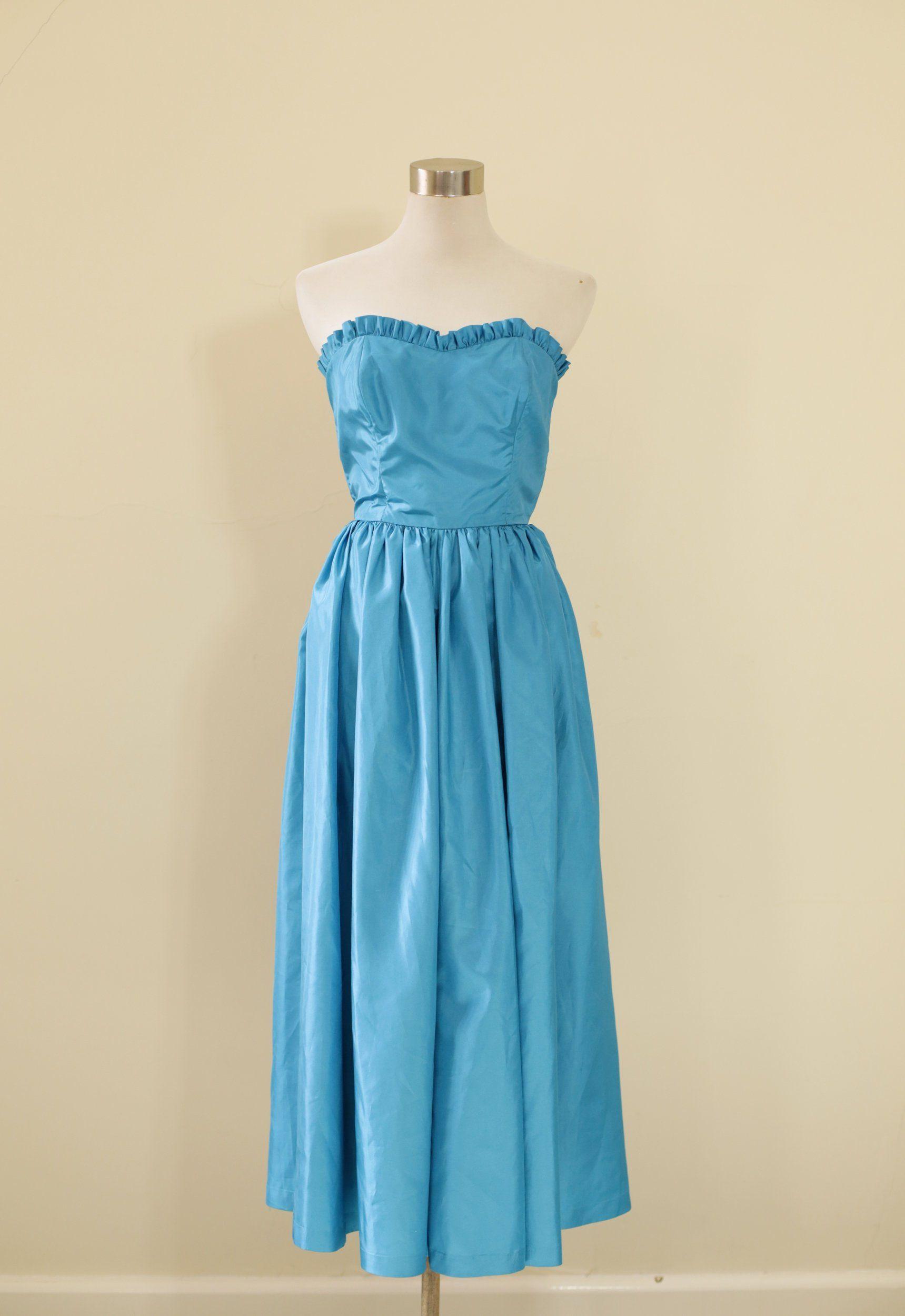 Vintage 60s Aqua Prom Dress With Frill Detail And Button Back Etsy Aqua Prom Dress Dresses 60s Fashion Dresses [ 2500 x 1719 Pixel ]
