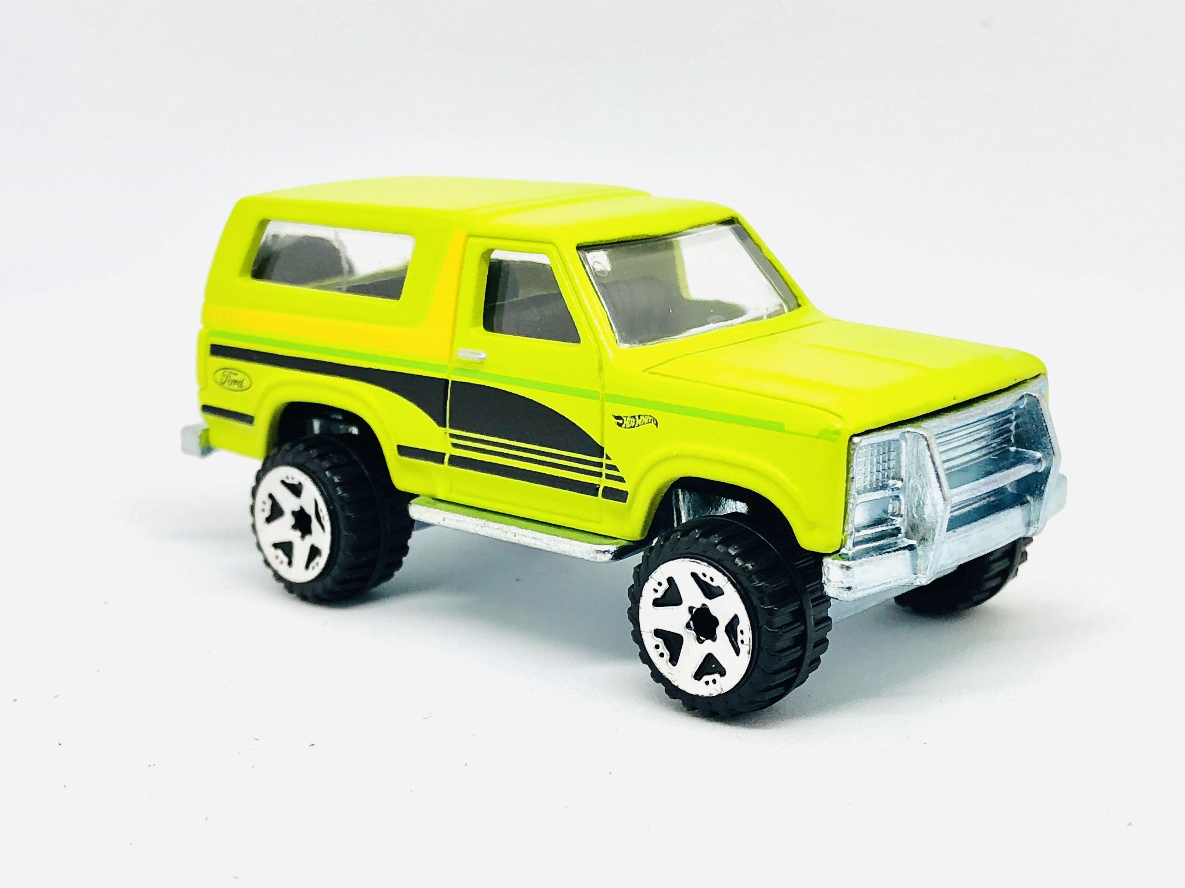 Hw Ford Broncos In Neon Doft Green Hot Wheels Ford Bronco Toy Car