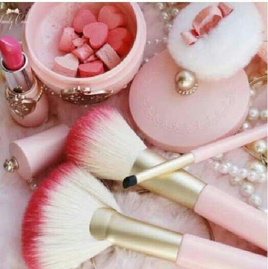 I love these makeup brushes. My little sister purchased me some for Christmas. They make me smile.