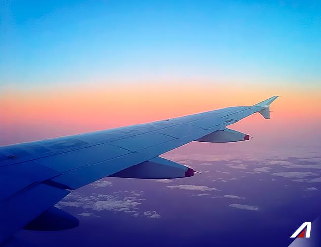 #AZpicoftheweek Con questa foto vi sembrerà di toccare il #cielo con un dito. Scopri come farlo davvero.  #Discover how you can actually touch the #sky. Fly with us. #Alitalia #photo #flight #amazing #colors #AZ #Italy